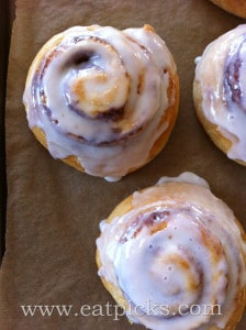 cinnamon-roll-breakfast-eatpicks