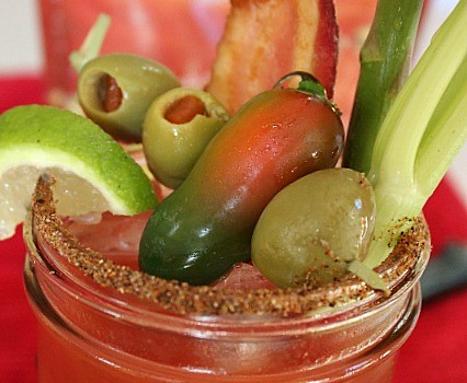 Easy DIY #HomegateHacks Bloody Mary Recipe