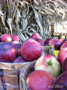 apples at market stand