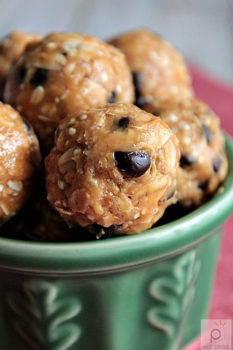 No bake energy bites are the perfect snack to have on hand for busy days. Make with favorite nut butter, quinoa & chips and enjoy!