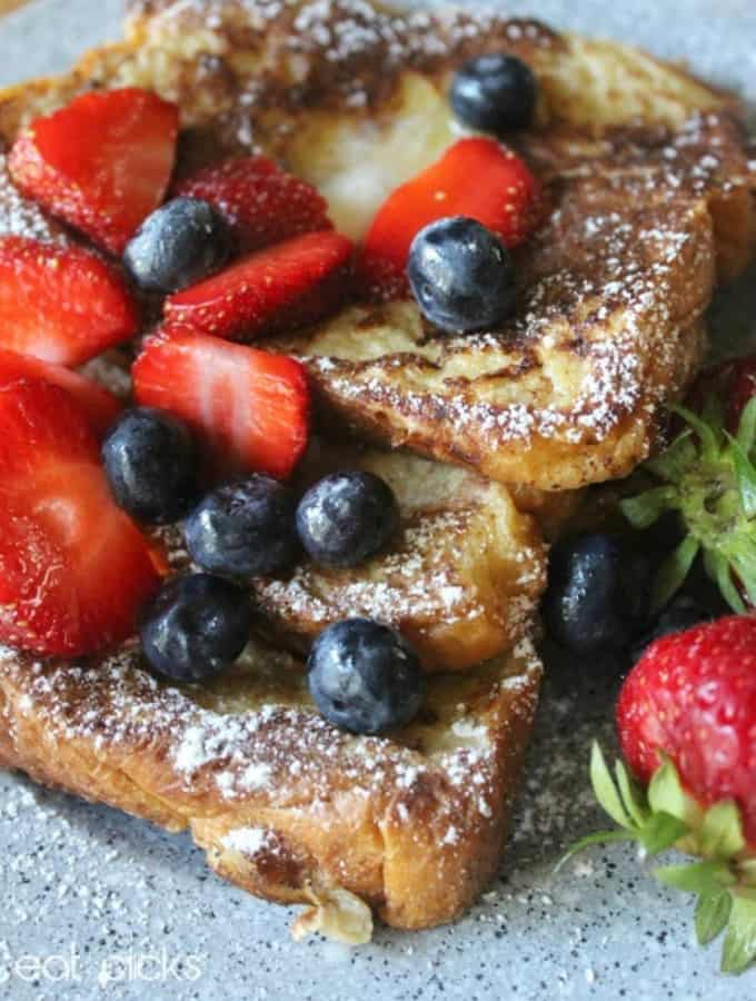 The Best Brioche French Toast Recipe is made with buttery brioche bread and is special treat for breakfast! #bestbriochefrenchtoast #breakfast #recipes