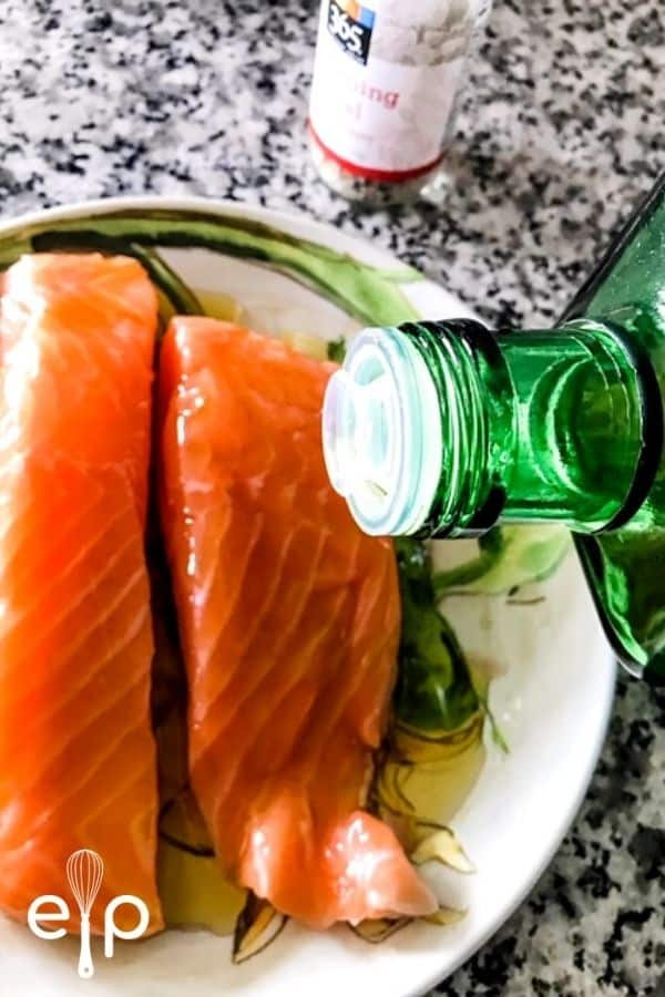 coating salmon fillets with olive oil